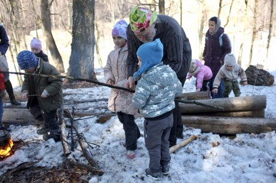 <b> 31 марта 2019 г.</b> Семейный поход в лес и установка самодельных скворечников